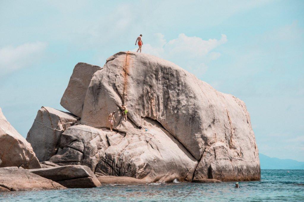 Tanote Bay Koh Tao cliff jumping rock