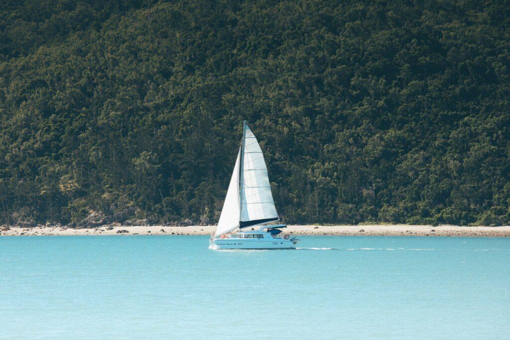 sailing to hamilton island in the whitsundays