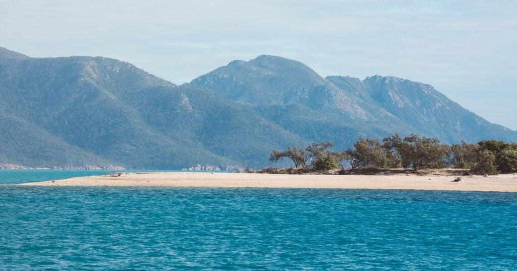 SAILING LOG WEEK 5 AIRLIE BEACH TO TOWNSVILLE MONTES RESORT ANCHORAGE