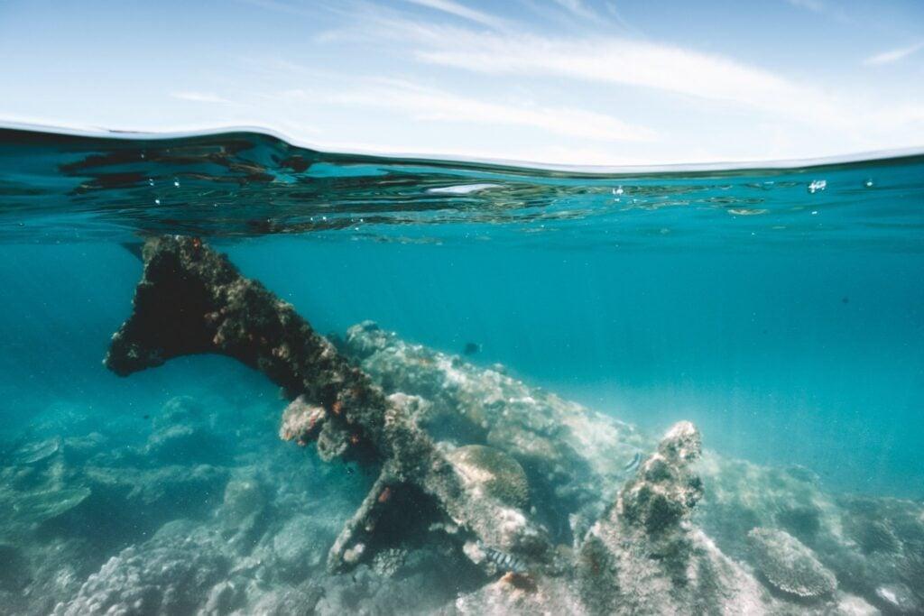 SNORKELING GEOFFREY BAY MAGNETIC ISLAND MOLKTE WRECK UNDERWATER