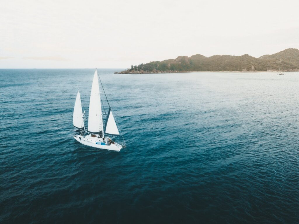 Sailing Up the East Coast of Australia,SAILING MAGNETIC ISLAND HORSESHOE BAY