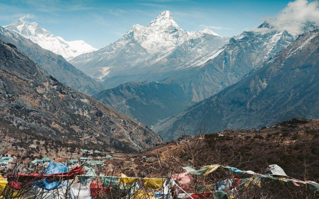 THREE HIGH PASSES TREK IN NEPALS HIMALAYA, INDEPENDENT TREKKING GUIDE
