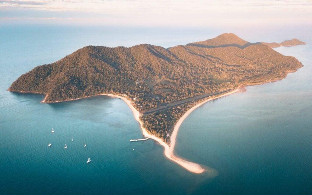DUNK ISLAND SUNSETS QUEENSLAND AUSTRALIA, OFF CAIRNS