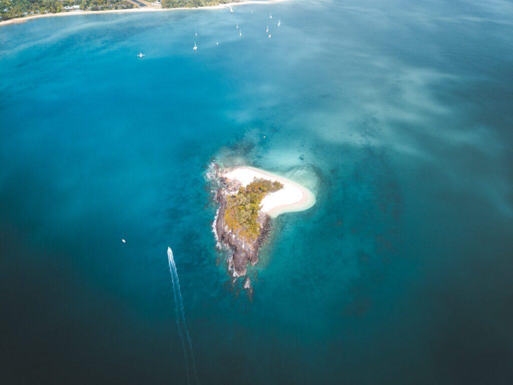 Sailing and Cruising Dunk Island, Australian East Coast, Mound Island Aerial