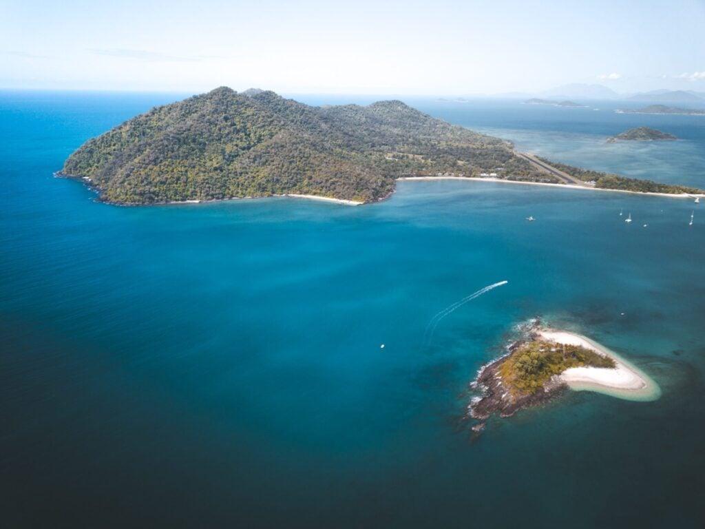 Sailing and Cruising Dunk Island, Australian East Coast