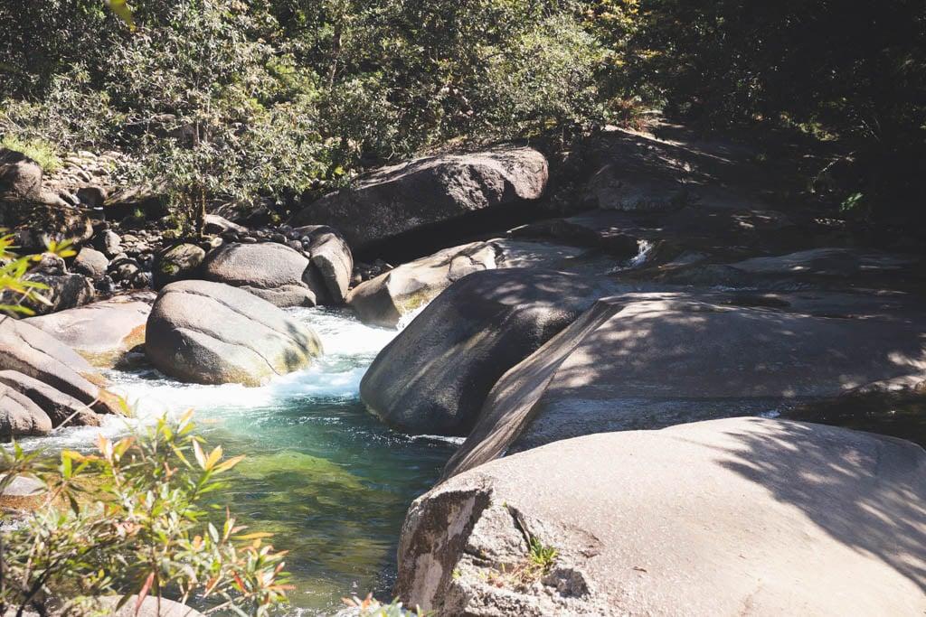 WATERFALLS NEAR CAIRNS, SWIMMING HOLE BABINDA BOULDERS CAIRNS