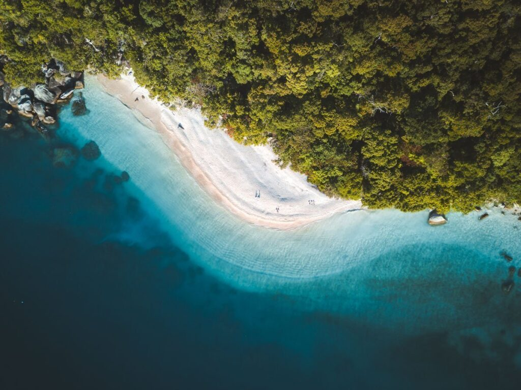 NUDIE BEACH DRONE FITZROY ISLAND THINGS TO DO, ISLANDS OFF CAIRNS