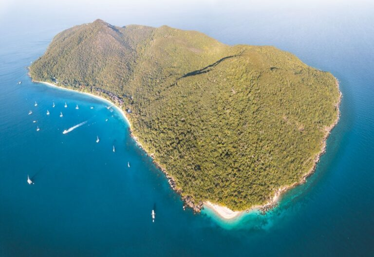 THINGS TO DO FITZROY ISLAND, ISLANDS OFF CAIRNS, DRONE, FITZROY ISLAND VS GREEN ISLAND
