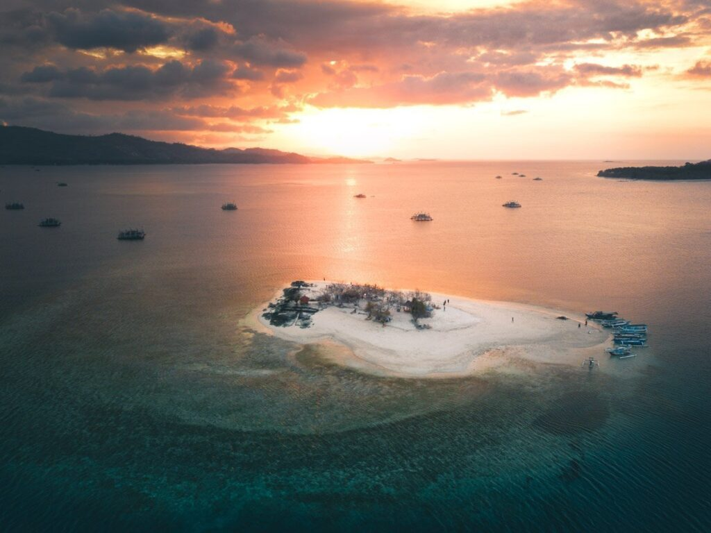 GILI KEDIS LOMBOK, SUNSET ISLAND