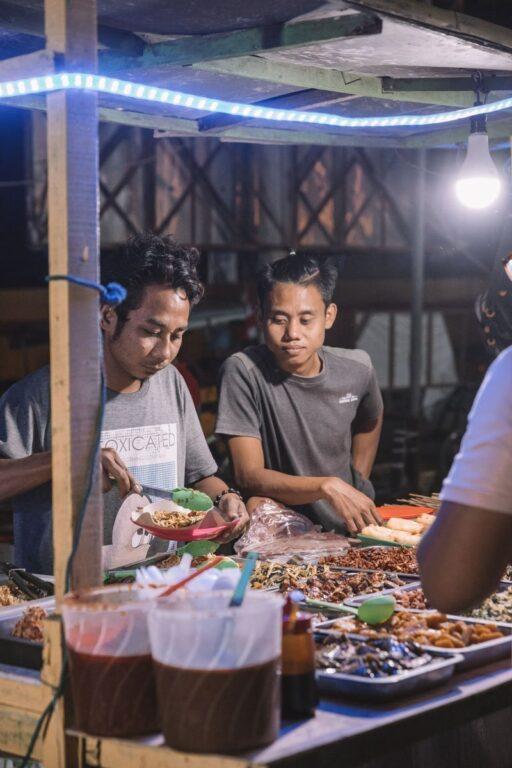 THINGS TO DO ON GILI TRAWANGAN, EAT AT THE NIGHT MARKET