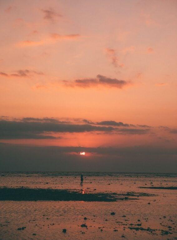 WATCH SUNSET ON GILI TRAWANGAN
