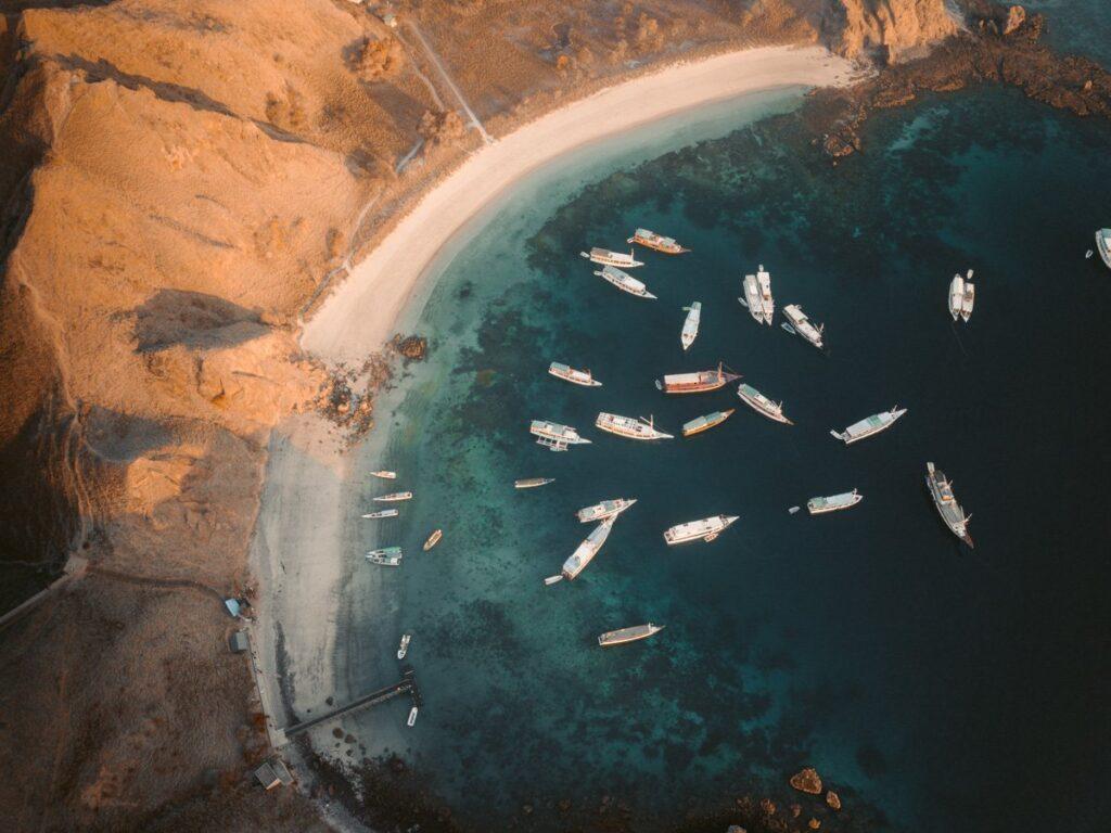 PADAR ISLAND BAY