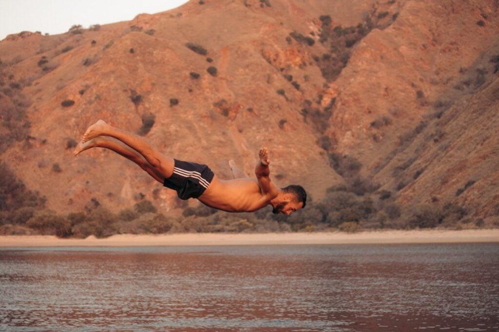 BOAT DIVING AT PADAR ISLAND FOR SUNSET