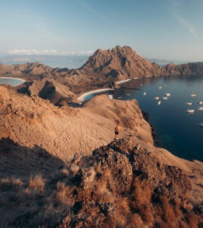 WESEEKTRAVEL, PADAR ISLAND SUNRISE VIEWPOINT