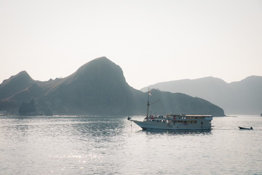 KOMODO ISLANDS BOAT TRIP FROM LOMBOK, LOMBOK TO FLORES WITH WANUA ADVENTURES
