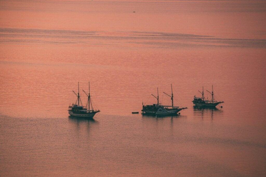 SUNSET AT LABUAN BAJO, BOATS FLORES