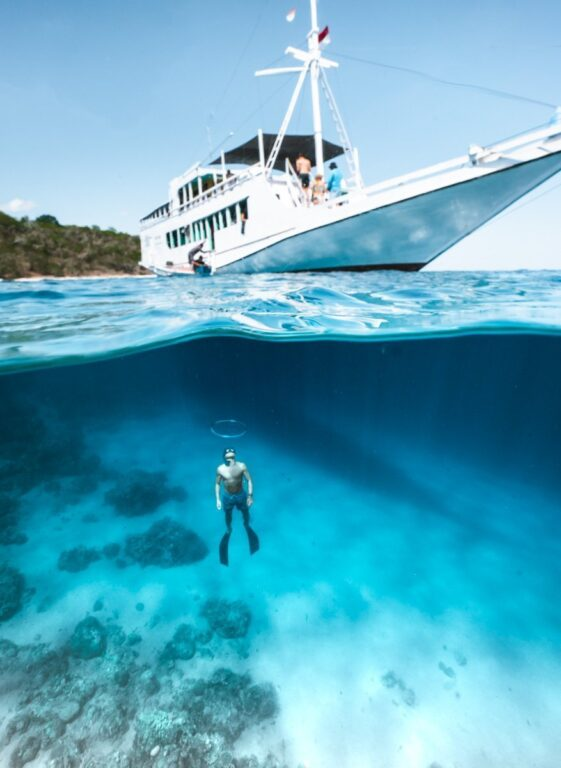4 DAY 3 NIGHT BOAT TRIP FROM LOMBOK TO KOMODO NATIONAL PARK, UNDERWATER SNORKELING