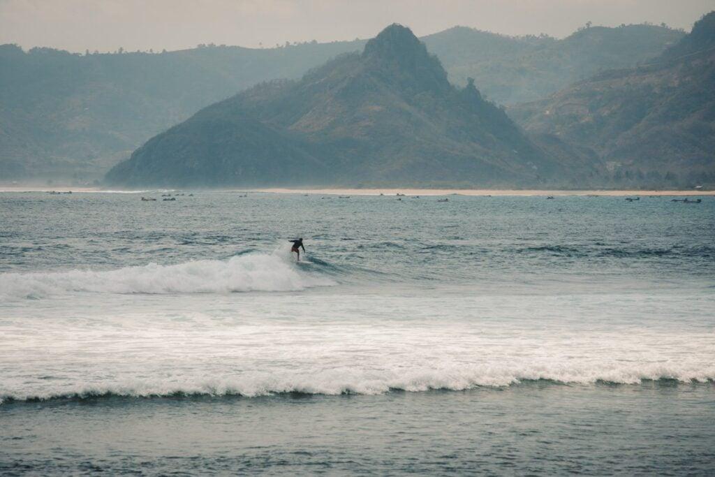 MAWI BEACH SURF SPOT, SURFING BEACHES KUTA LOMBOK