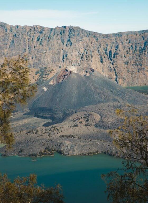 VOLCANO MOUNT RINJANI