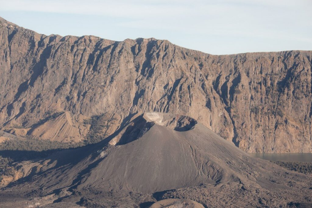 MOUNT RINJANI VOLCANO AND CRATER