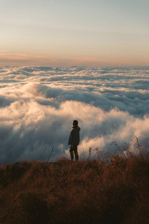 SUNSET TREK FROM SENARU, MOUNT RINJANI CRATER HIKE
