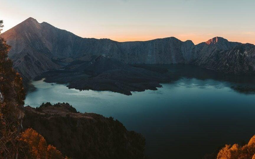 MOUNT RINJANI CRATER SUNSET PANORAMA