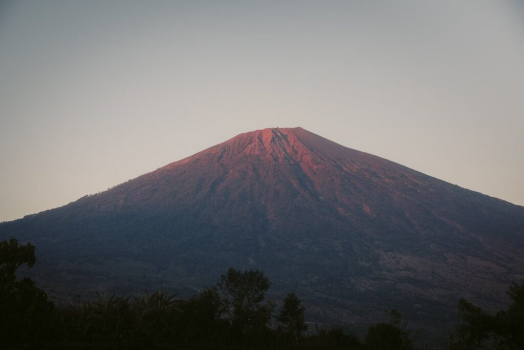 RINJANI VOLCANO FROM PERGASINGAN HILL SUNRISE, PERGASINGAN HILL WITHOUT A GUIDE