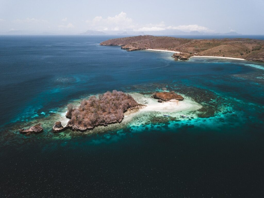 EKAS ISLANDS OFF THE COAST OF PINK BEACH, LOMBOK