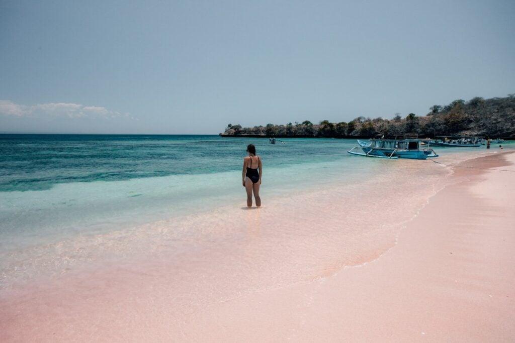PINK BEACH LOMBOK INDONESIA