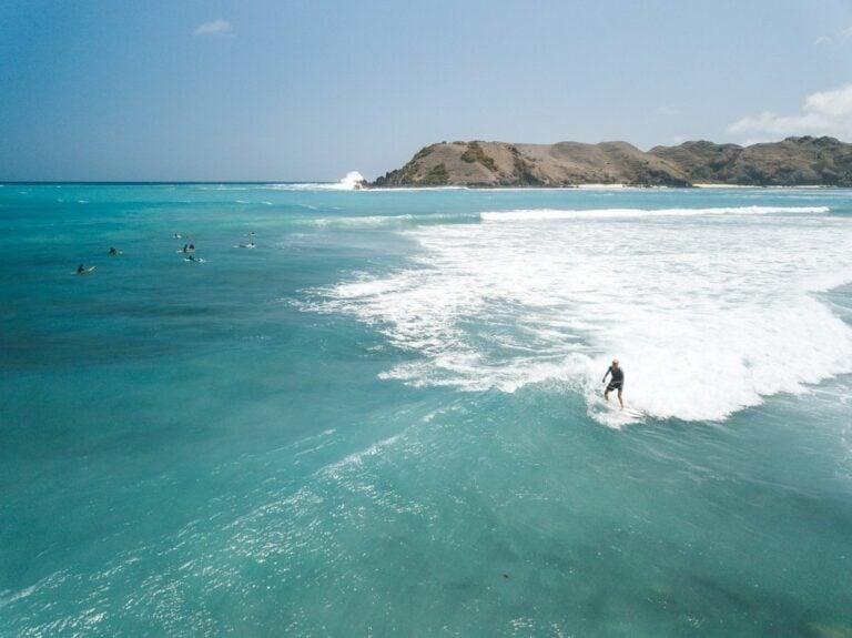 KUTA LOMBOK SURF BEACHES, TANJUNG AAN BEACH SURFING