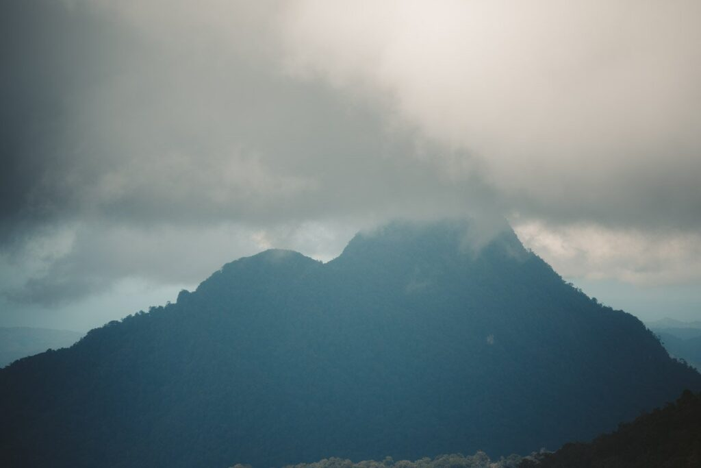 VIEW OF THE MOUNTAINS IN KINABALU NATIONAL PARK