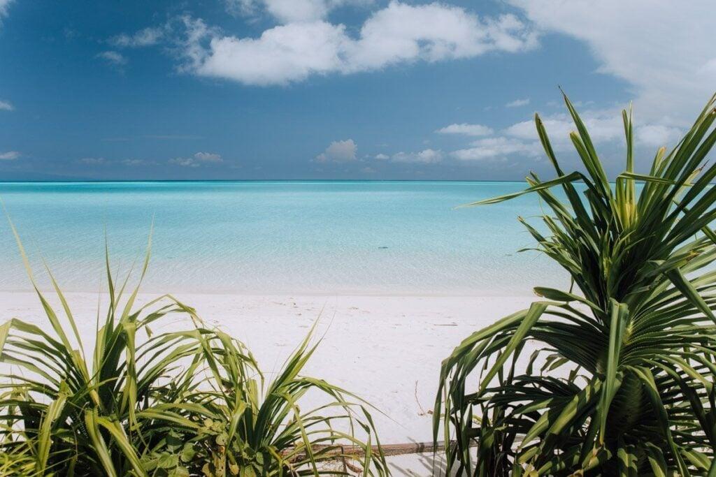 BEACH ON MANTABUAN ISLAND