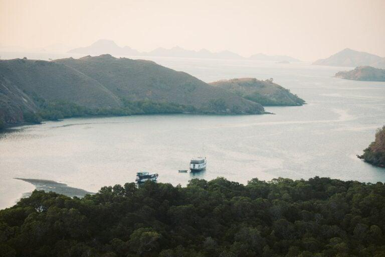 RINCA ISLAND VIEWPOINT HIKE