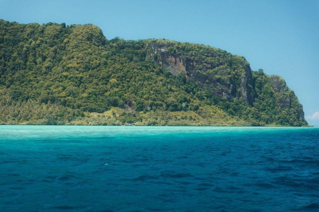 BOAT TO BOHEY DULANG ISLAND FROM SEMPORNA