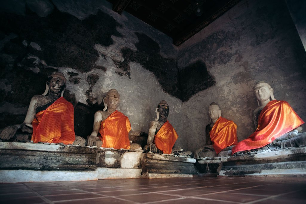 MONK STATUES AT WHAT PA LAT TEMPLE