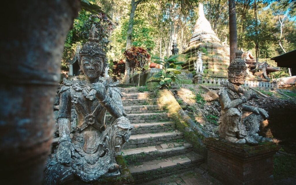 HIKING THE MONKS TRAIL CHIANG MAI TO WAT PHA LAT