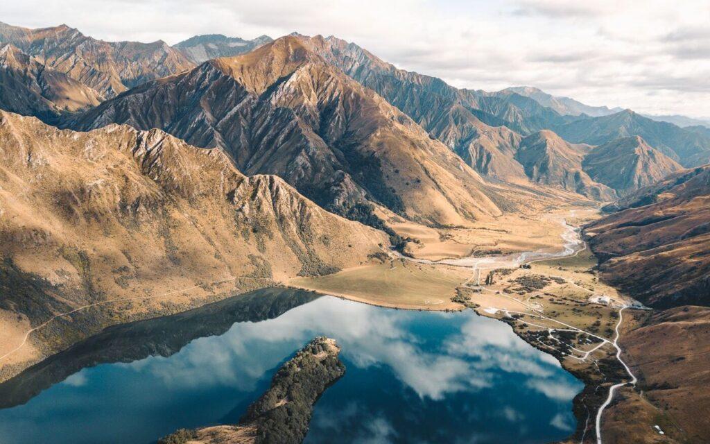 MOKE LAKE NEW ZEALAND VIEWPOINT