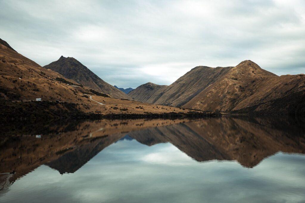 MOKE LAKE NEW ZEALAND REFLECTION LAKE