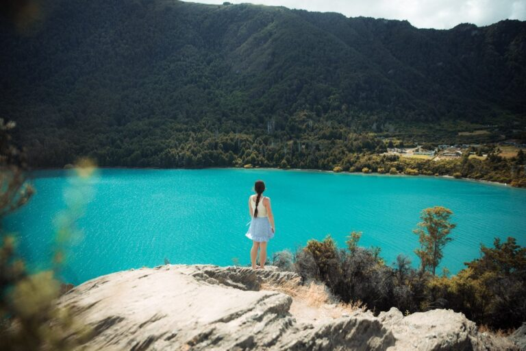 BOB'S COVE VIEWPOINT QUEENSTOWN, BEST HIKES IN SOUTH ISLAND NEW ZEALAND
