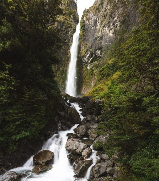 DEVILS PUNCHBOWL WATERFALL NEW ZEALAND