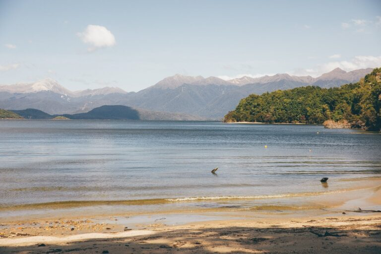 LAKE MANAPOURI ON THE KEPLER TRACK