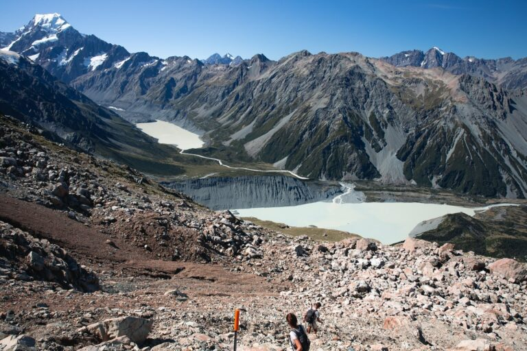 MUELLER HUT HIKE MOUNT COOK AND HOOKER VALLEY VIEW