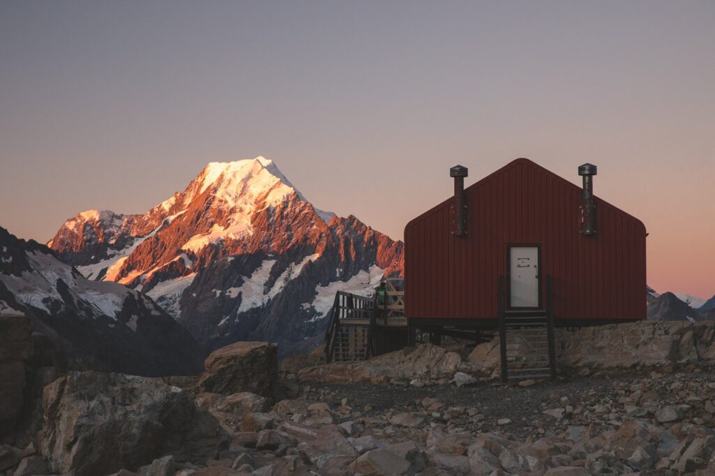 MUELLER HUT MOUNT COOK VIEW FOR SUNSET