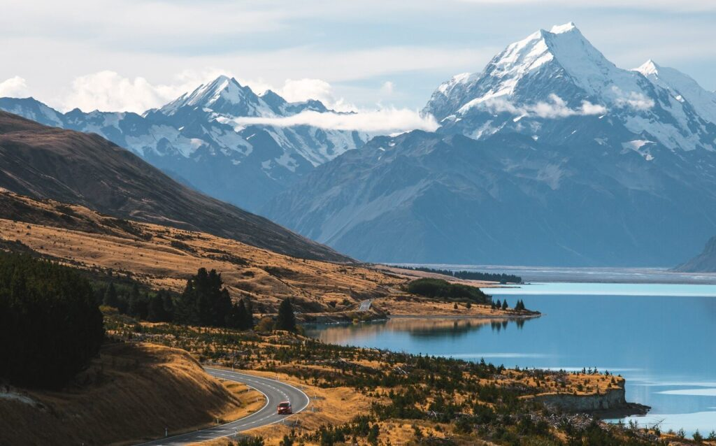 ROAD TO MOUNT COOK AT PETERS LOOKOUT