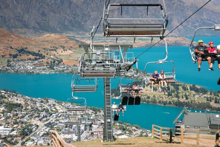 QUEENSTOWN SKYLING GONDOLA FROM BOB'S PEAK