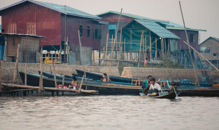 NYAUNG SHWE BOATS AT INLE LAKE