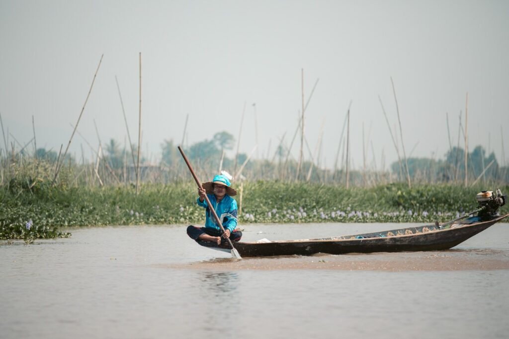 TRADITIONAL INLE LAKE BOATS