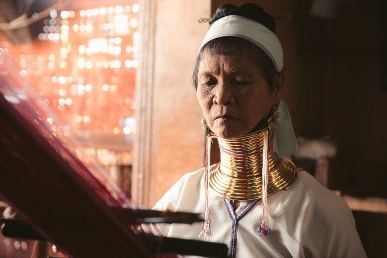KAYAN WOMAN AT INLE LAKE, MYANMAR