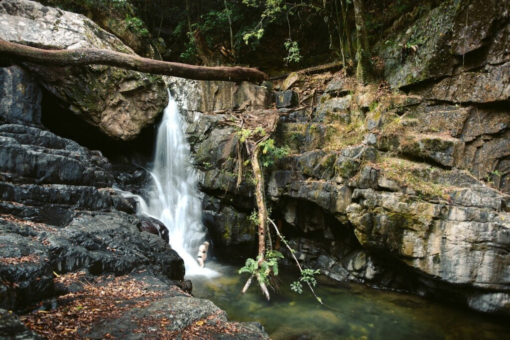 OLD WEIR FALLS AT STONEY CREEK, CAIRNS