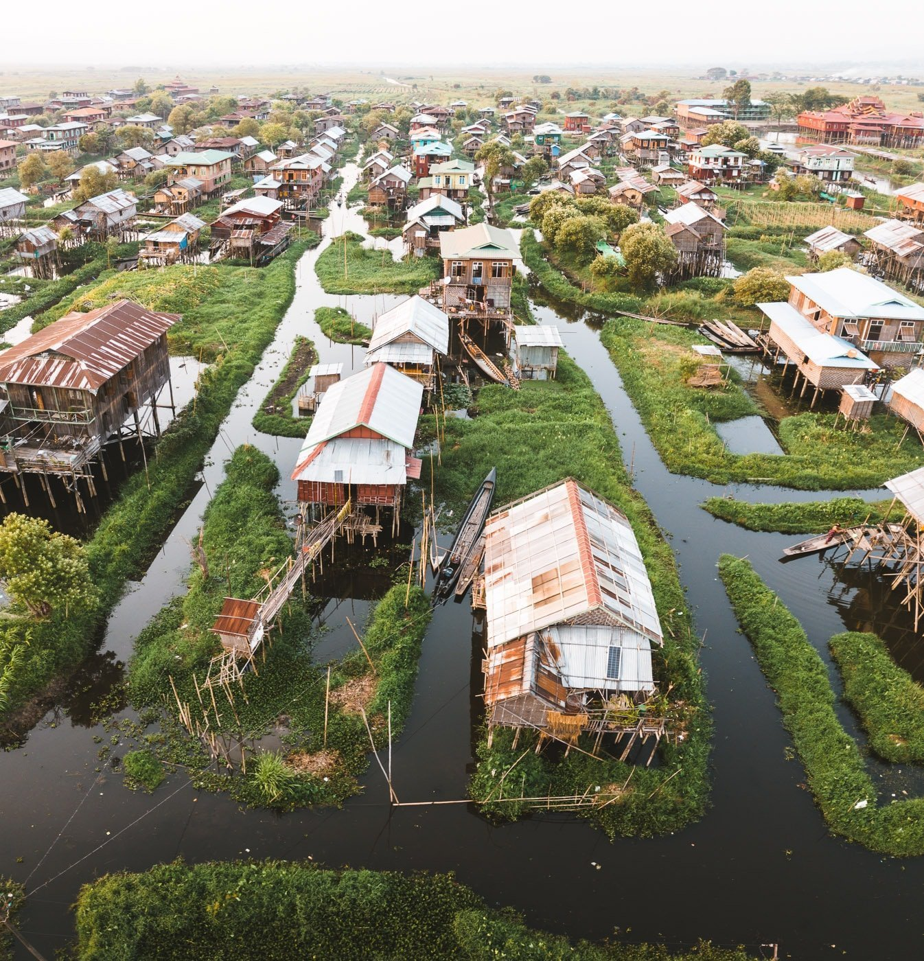 INLE LAKE BOAT TRIP, BAMBOO STILTED HOUSE COMMUNITY